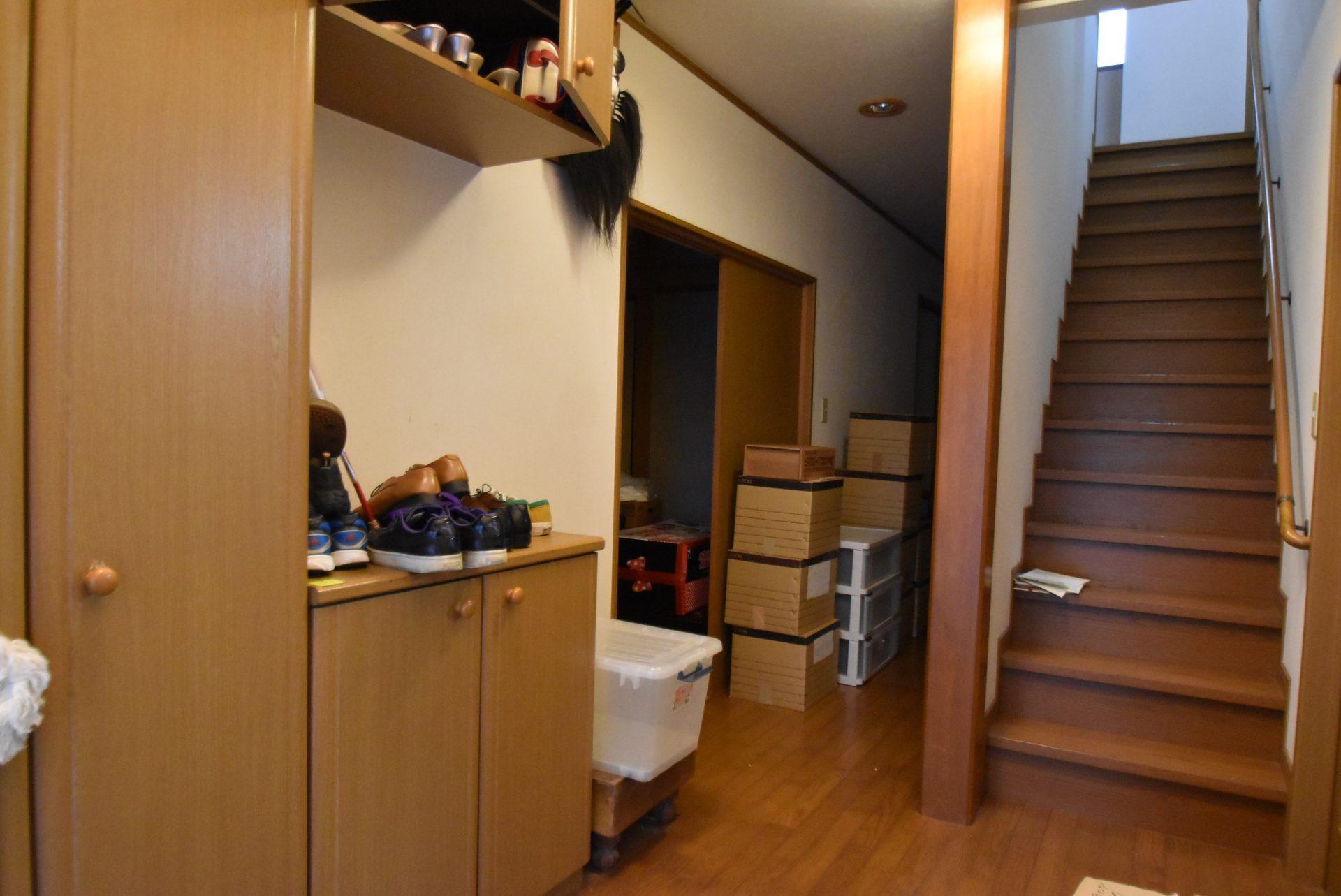 階段位置と玄関収納