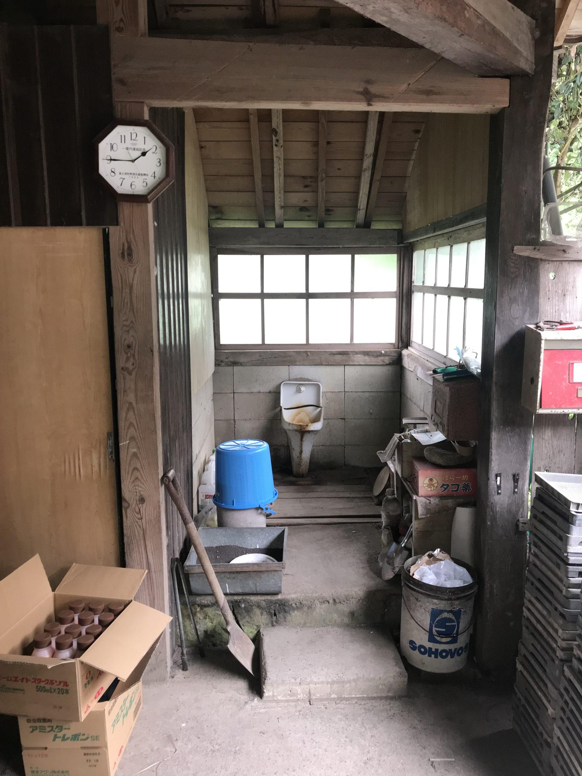 ⑨納屋トイレ。